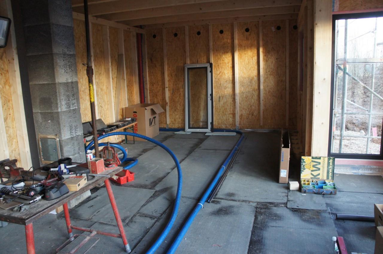 Wohnzimmer mit Warmwasser fürs Bad